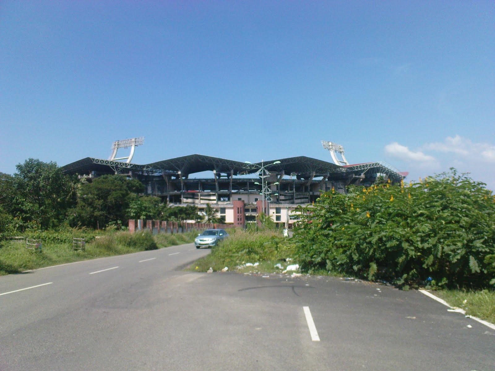 http://1.bp.blogspot.com/_Bp69bfSPHRc/SwJptSs3cvI/AAAAAAAAApc/-cptbmtX3Ag/s1600/Kochi-Stadium-approach3.jpg