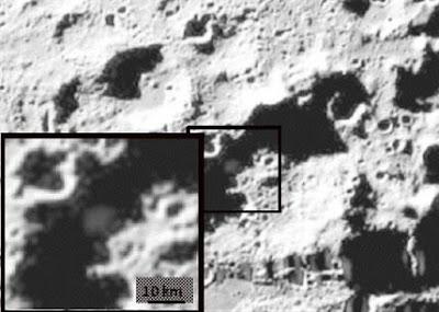 http://1.bp.blogspot.com/_Bp6f5gACNDg/Sv3SExw2KDI/AAAAAAAAFQg/giV2nSy9NDM/s400/KeSimpulan+Laporan+Penelitian+Misi+LCROSS+NASA+Tunjukkan+Bukti+Kandungan+Air+di+Kawah+Cabeus+Dekat+Kutub+Selatan+Bulan+4.jpg