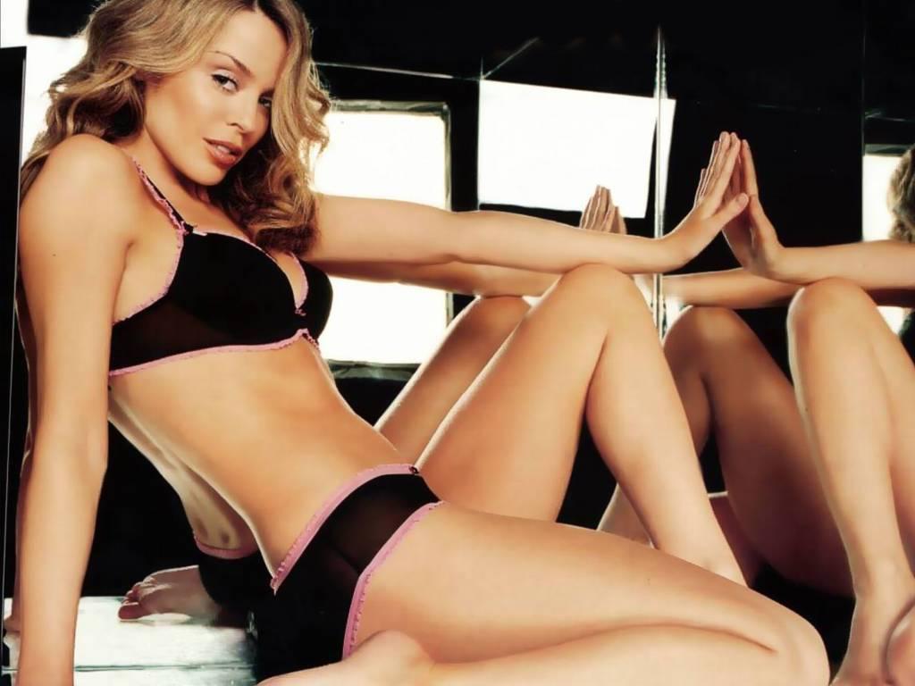 http://1.bp.blogspot.com/_BpAoKRSdVjQ/TL3SIbG8SLI/AAAAAAAACLM/wN80BonkkS0/s1600/Kylie-Minogue-famous-singer.JPG