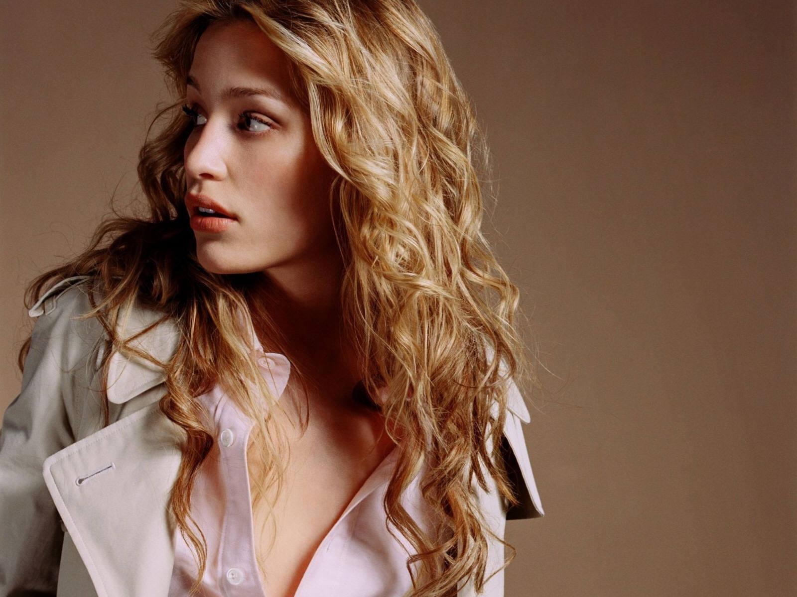 http://1.bp.blogspot.com/_BpAoKRSdVjQ/TQLjawoJh5I/AAAAAAAADgU/eQ-YI0N_VwE/s1600/Piper-Perabo-famous-actress.jpg