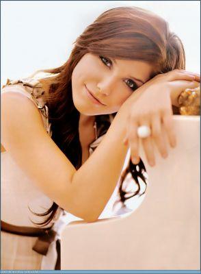 http://1.bp.blogspot.com/_BpAoKRSdVjQ/TRh7PrOg-LI/AAAAAAAAD3M/yHu6DA81Px0/s1600/sophia-bush-hollywood-actress.jpg