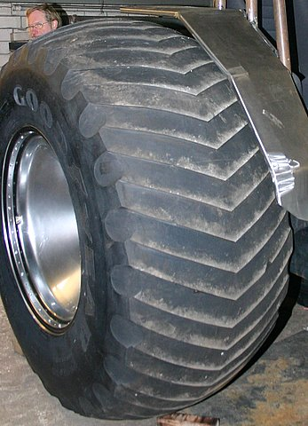 Tractor pulling news pullingworld 1109 2109 pulling tires sciox Images