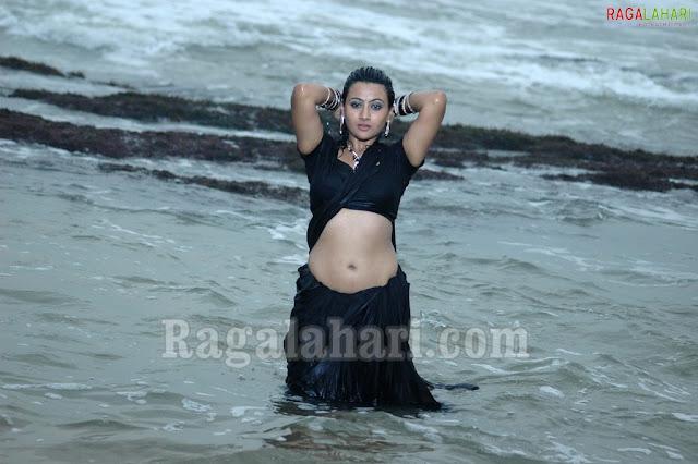 Actress Aarthi Khaitha Saree Below Navel Show Photos