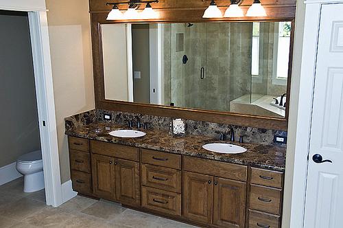 D cembre 2010 meuble et decoration de salle de bain - Installer miroir salle de bain ...