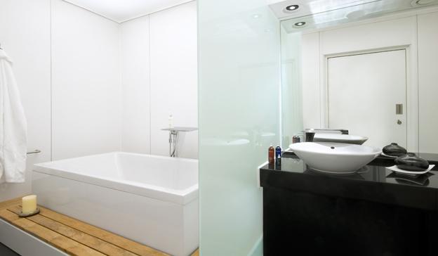 DESIGNERS\' WORLD-World of Bathrooms: HANSGROHE @ Heathrow Airport ...