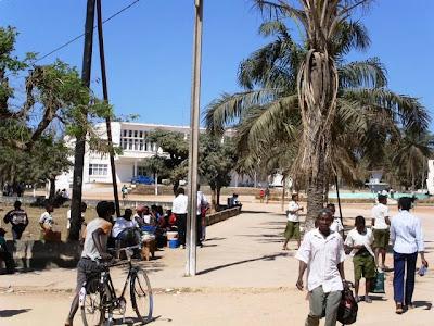 Um álbum de fotografias de Mocuba , que recolhemos em Moçambique ...