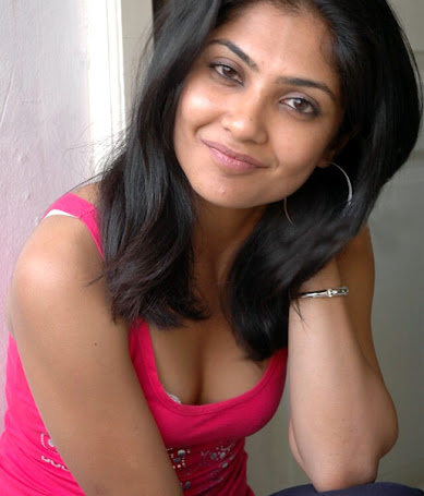 "Kamalinee Mukherjee HOT ""BOOBS"" show"
