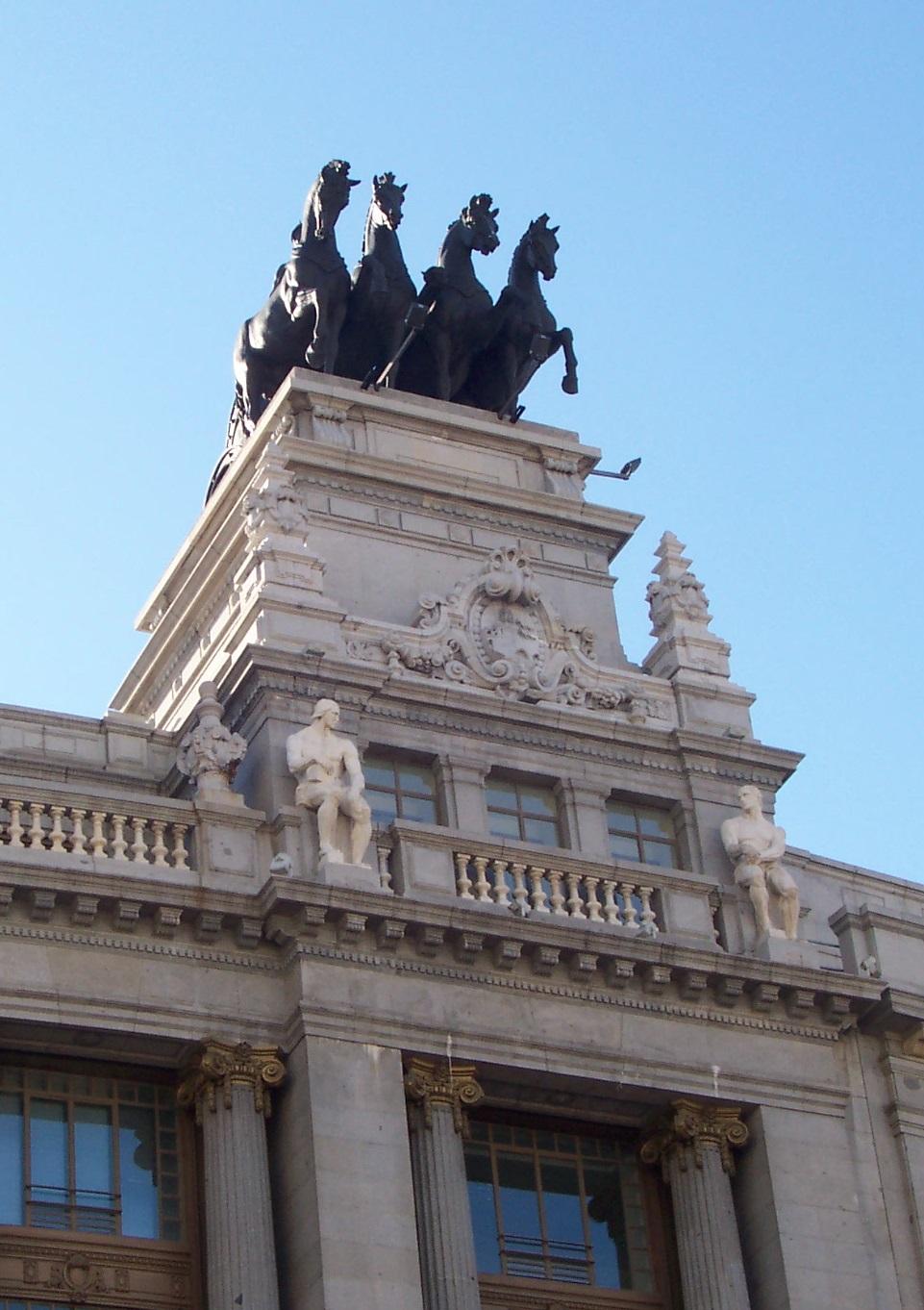 Arteli mirando hacia el cielo de madrid - El cielo de madrid ...