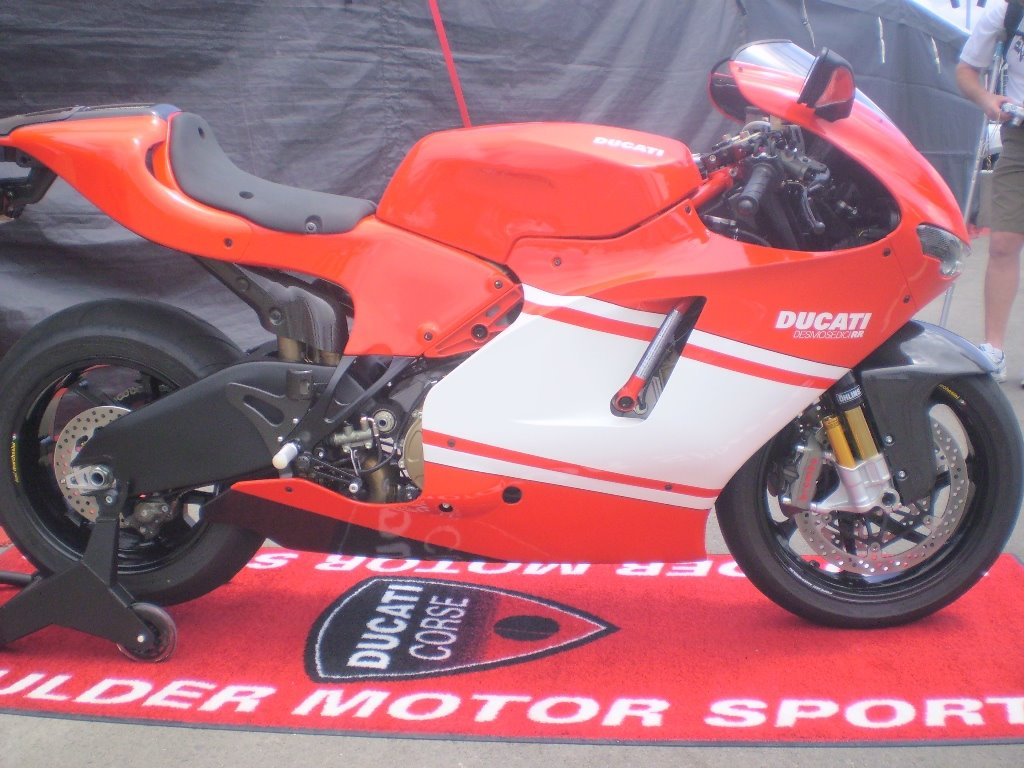 Ducati Desmosedici - 200hp
