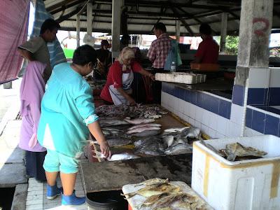 MAHAGURU58: Pasar Hasil Laut Segar Nelayan Tanjung Api