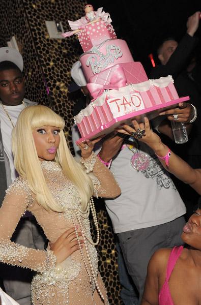 http://1.bp.blogspot.com/_C38Pw7dIeS4/TQLE8TdKMVI/AAAAAAAAAyY/fkG-AmJCUU4/s1600/Nicki-minaj-cake-galore.jpg