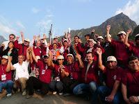 Equipo de la UNI junto a las autoridades peruanas e invitados rusos posan delante de la antena X-QUAD, que permitiò el radioenlace desde Machu Picchu con la Estación Espacial Internacional. Foto: ANDINA/ Josè Vadillo Vila