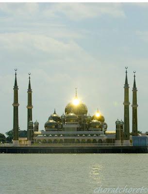 http://1.bp.blogspot.com/_C4NYESBsynI/SL1ScN3BaSI/AAAAAAAAAEc/9CMNuXwCMBQ/s400/crystal+mosque-01.jpg