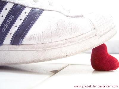http://1.bp.blogspot.com/_C5kpS7ekF2I/TCD1oaaVkvI/AAAAAAAAAPI/mxovJIDWRPc/s1600/Broken_heart_by_jujubakiller.jpg