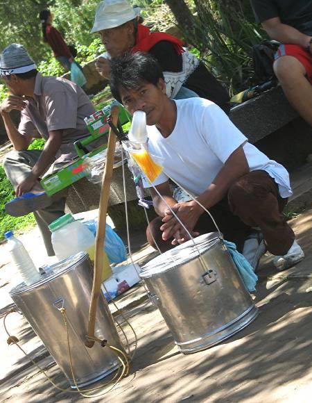 taho vendor in Burnham Park in Baguio City