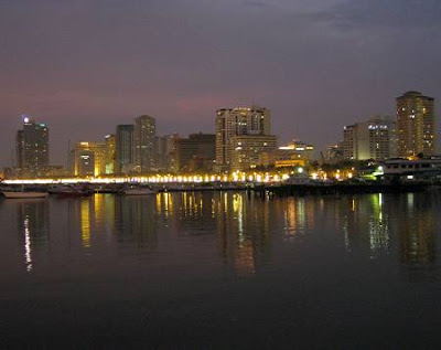 Roxas Boulevard at night
