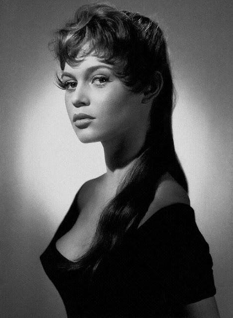 Великая актриса с юных лет поражала своей красотой