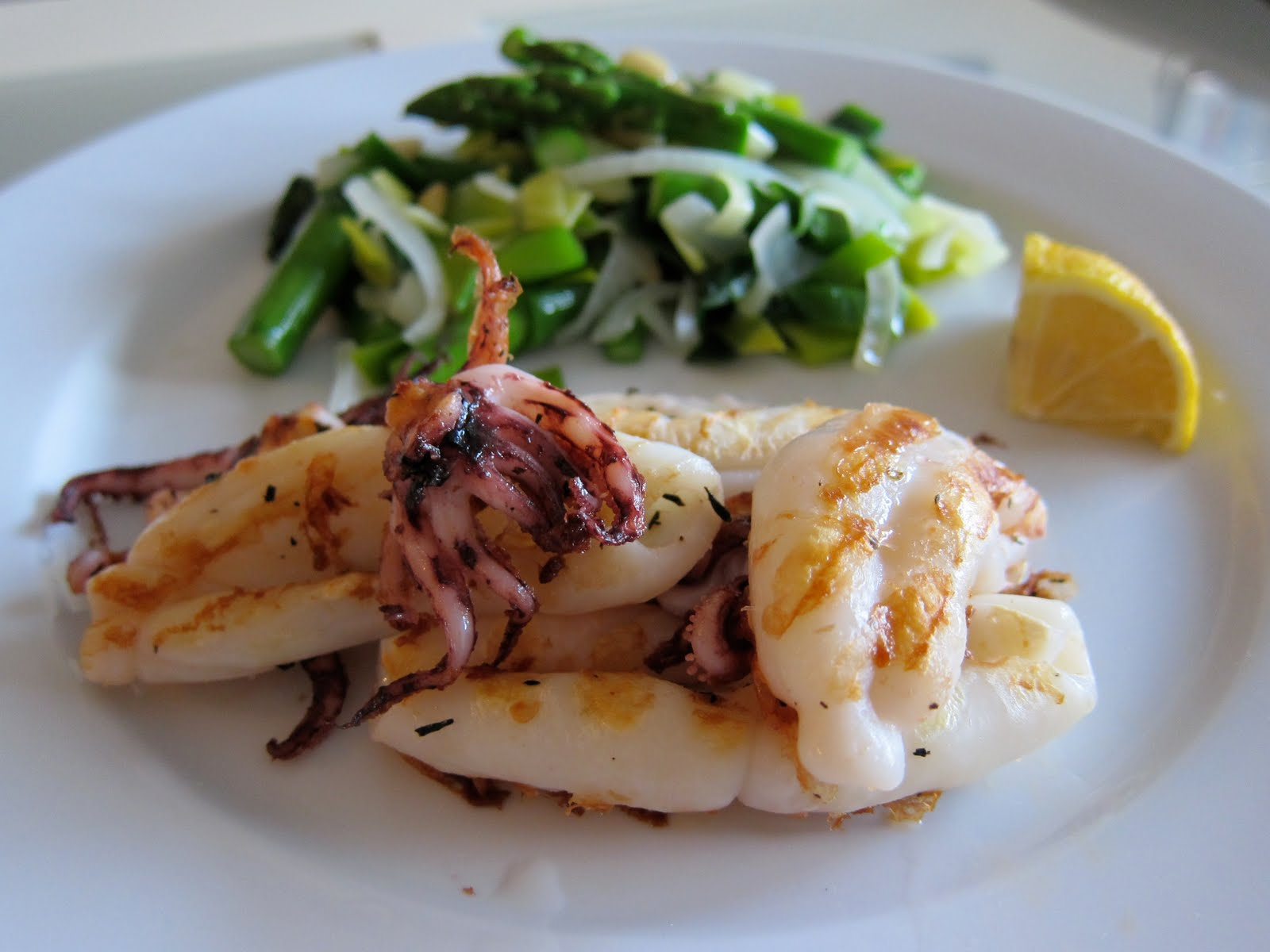 kisskiss angela @ Minneapolis: April showers bring Grilled Calamari