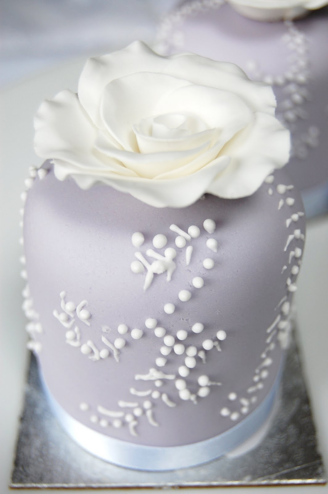 iced: Kirsten and Gethin\'s Lovely Lilac Wedding Cake