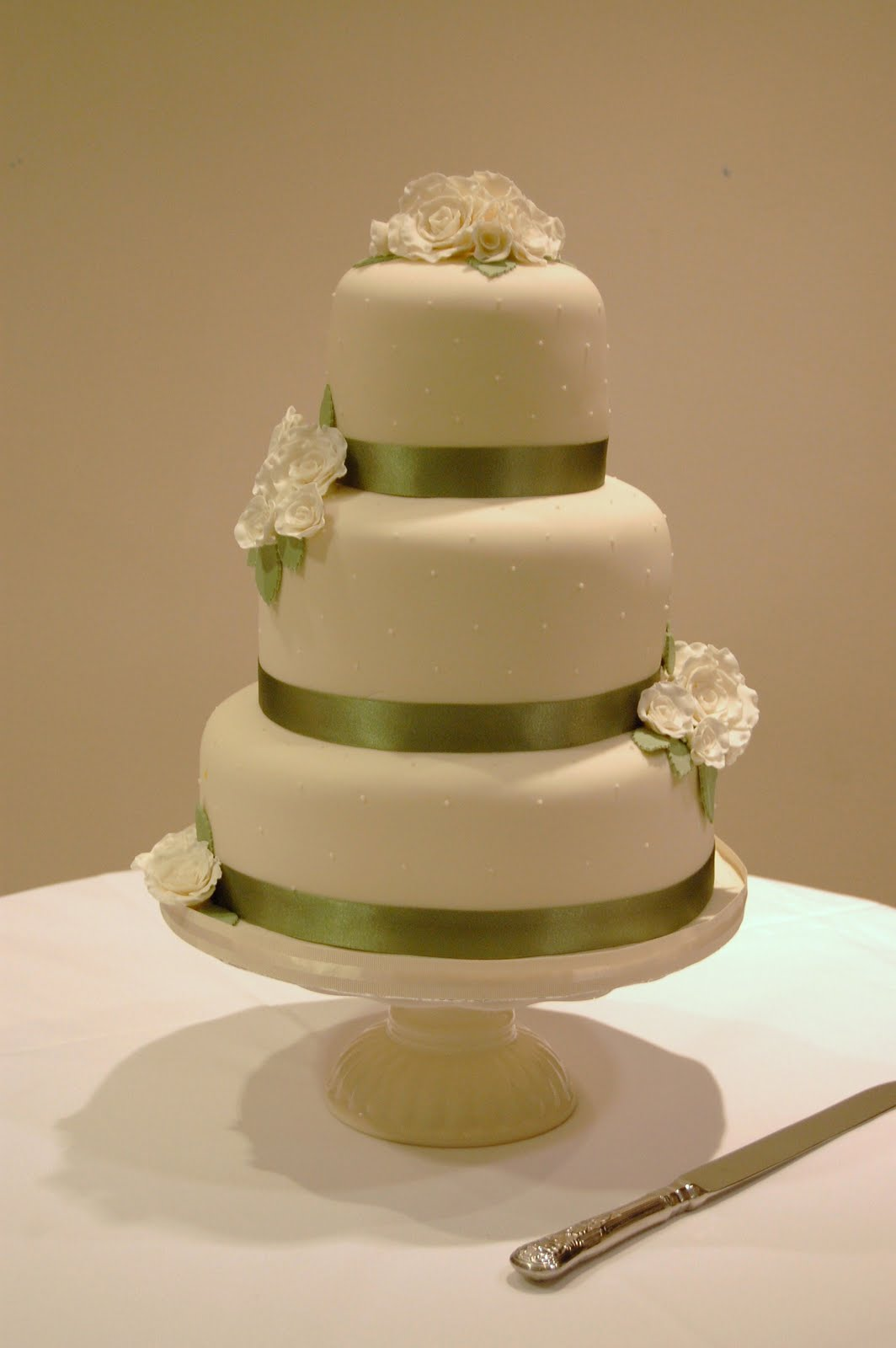 iced Verity and Simon s Elegant Ivory Cake