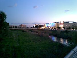 Por el río