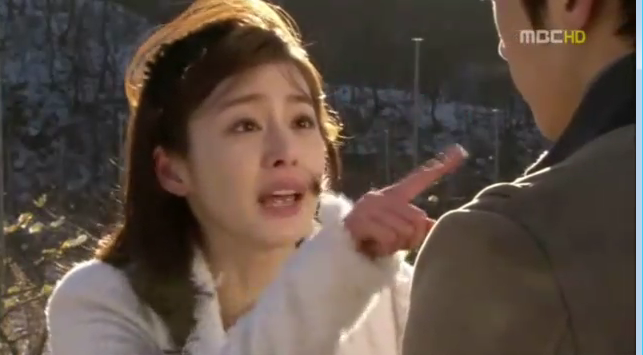 Lee Seol tahu kalau Hae Young memandang tinggi dirinya sendiri, dan