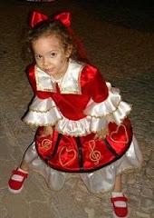 A graciosidade da Yrina (3aninhos), a mais jovem marchante