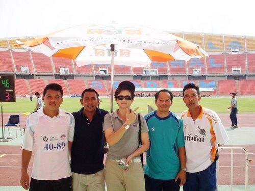 ถ่ายภาพกับเพื่อน ๆอดีตทีมชาติ (ร่วมแข่งขันกีฬาผู้สูงอายุ)