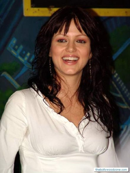 Yana Gupta Hot And Romantic Photos