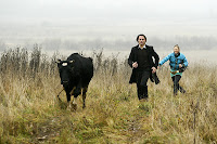 Назарова и Миллер бегут по болоту в Ярославскй области