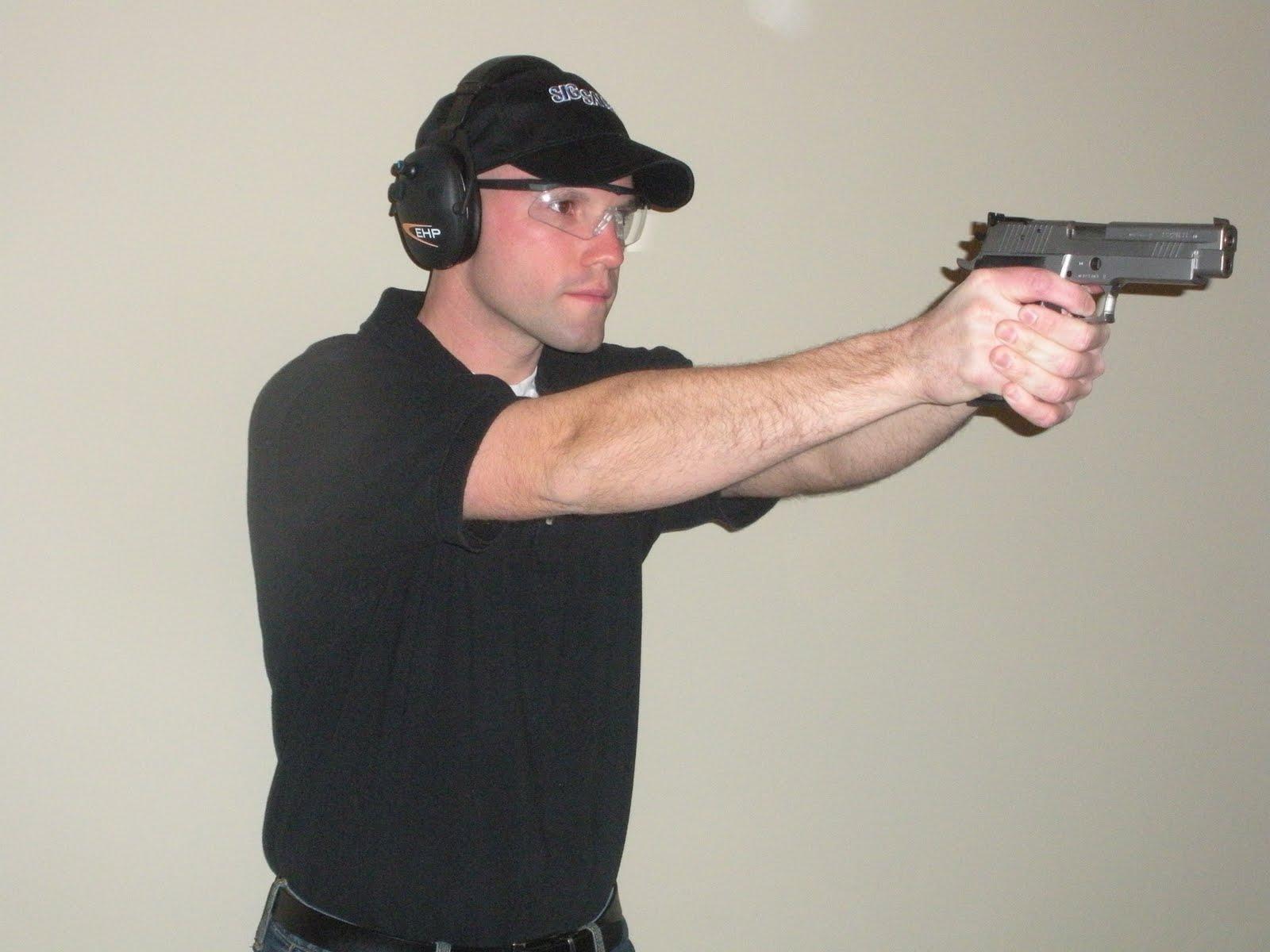 [Max+Michel+-+inside+shooting+stance.JPG]