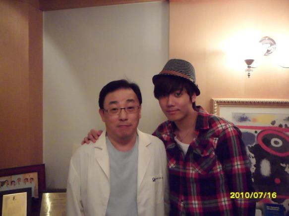 http://1.bp.blogspot.com/_CMCfP9CYy4o/TFfToMAH6rI/AAAAAAAAA7Q/c_lmdiTN58U/s1600/kyu_oseoeye_with_doctor.jpg