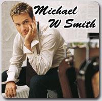 Penyanyi yang memiliki nama asli michael whitaker smith dan akrab