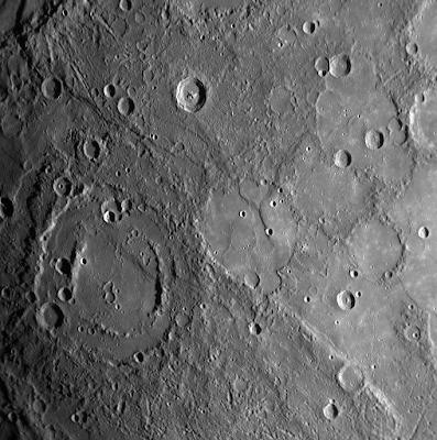 Mercurio fotografiado por la sonda MESSENGER II