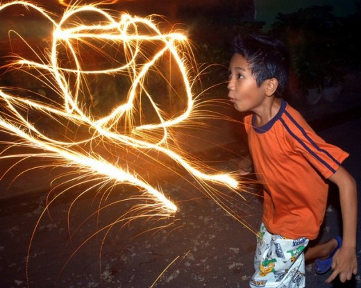 Someterán a dueños de colmados vendan fuegos artificales a niños