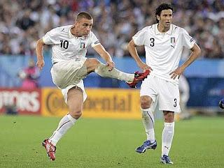 Secondo Goal per l'Italia su calcio di punizione, De Rossi