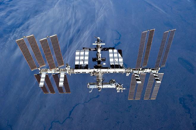 A Estação Espacial Internacional''( International Space Station'' ou simplesmente ISS)