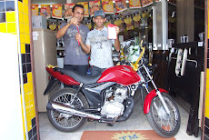 O PROPRIETRIO DA THAS PREMIAO O SORTUDO QUE GANHOU UMA MOTO 125 0KM.