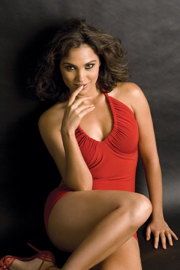 Thigh Show Navel LARA DUTTA HOT PHOTOS Beautyful
