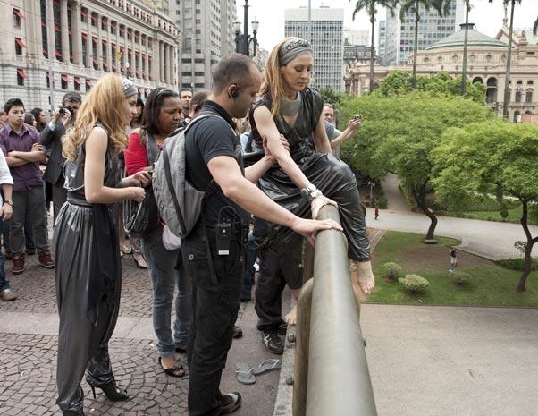 http://1.bp.blogspot.com/_CUIXFlSODDM/TMSV2KbKu8I/AAAAAAAALso/Mt6evlu7ngg/s1600/claudia_raia_ponte.jpg