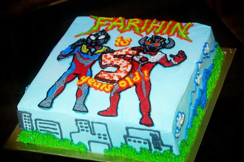 Rizq Cakes Ultraman cake