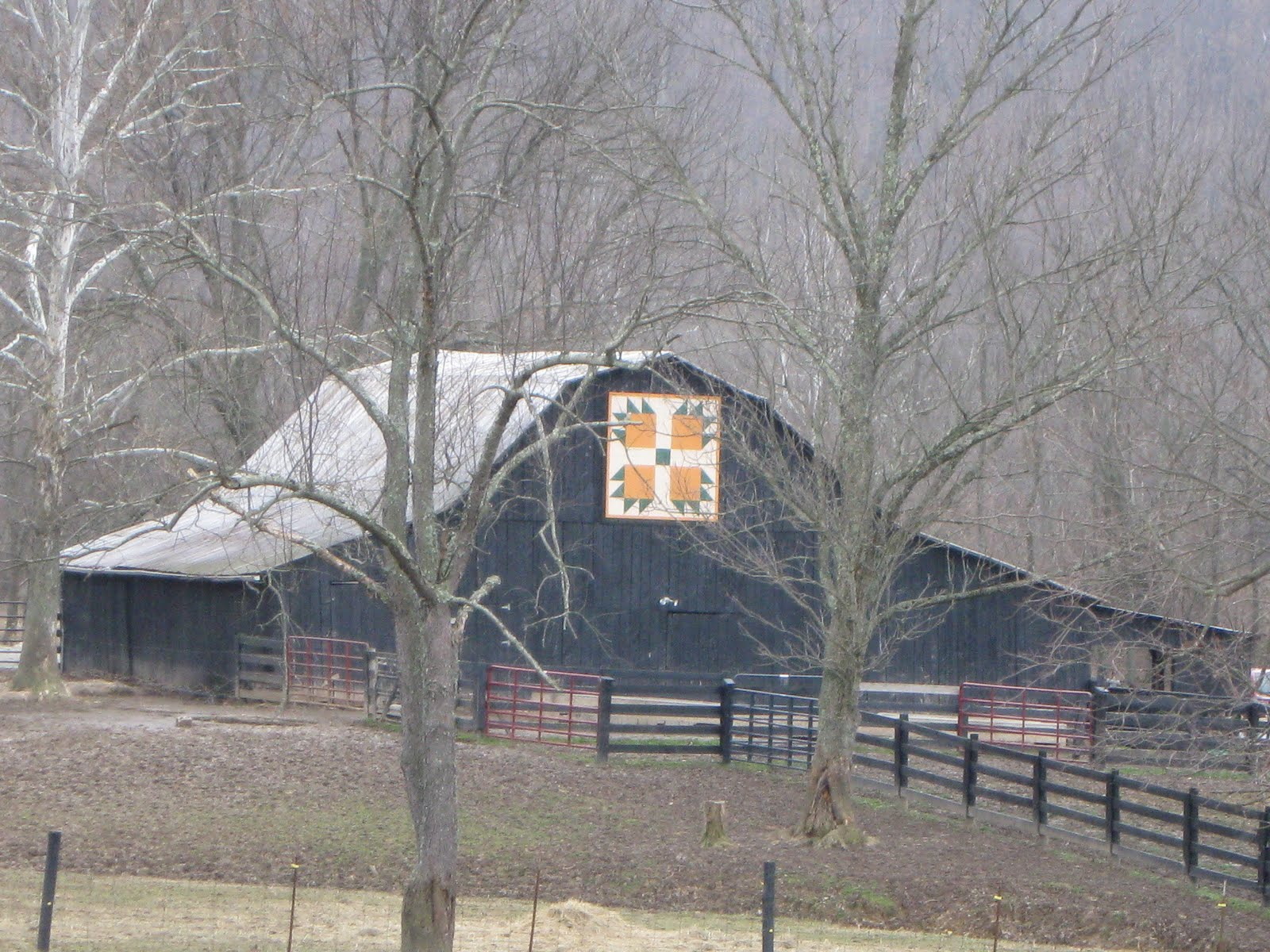 Quilt Patterns On Barns In Ky : FOLKWAYS NOTEBOOK: KENTUCKY BLACK BARN WITH QUILT SQUARE
