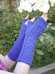 Leafy Squares Fingerless Mitts