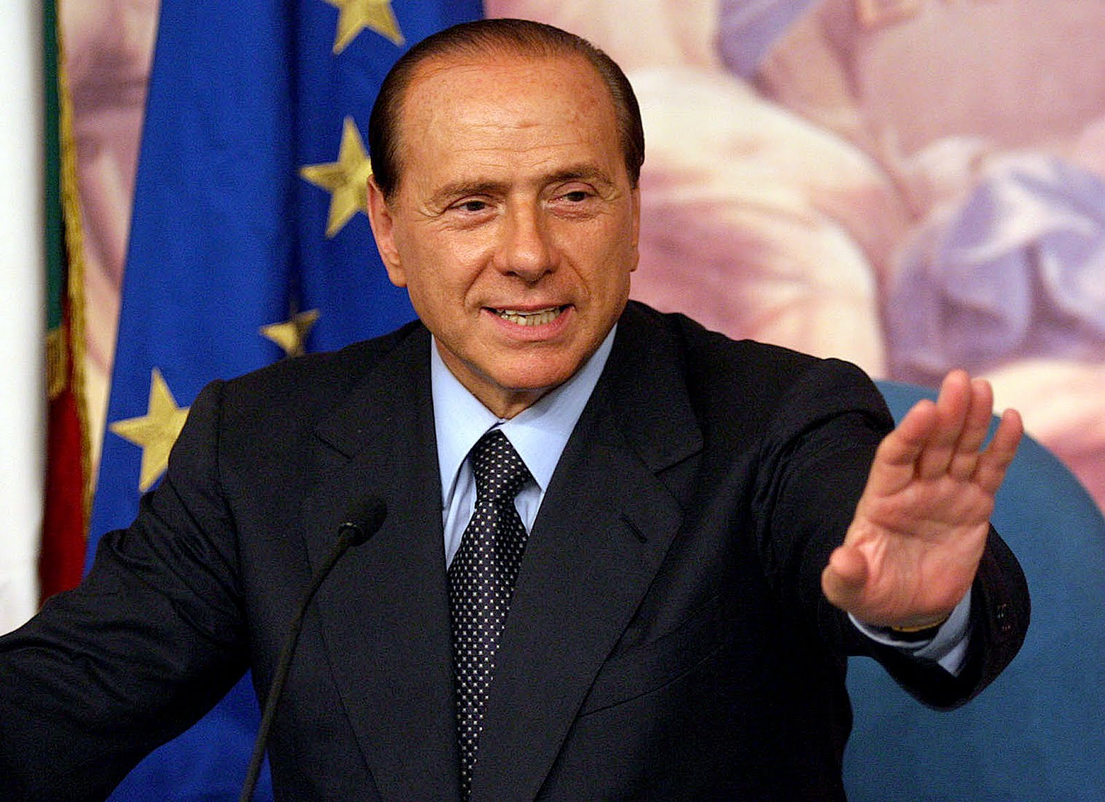 SILVIO BERLUSCONI - The hands of the Prime Minister of Italy! Silvio+berlusconi-1