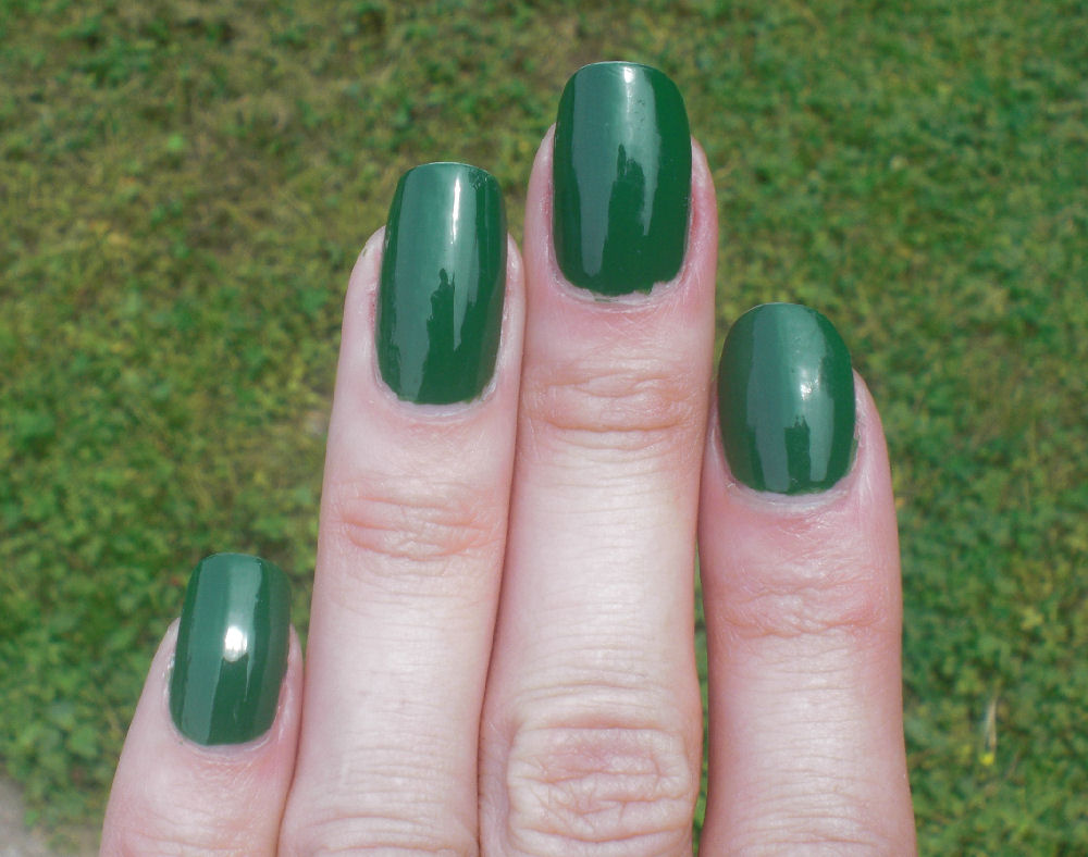 Concrete and Nail Polish: BB Couture Poison Ivy & Layering With Zoya ...