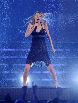 Taylor Swift CMA Performance 2009