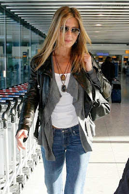 Jennifer Aniston & Orlando Bloom on Heathrow Airport in London pics, Jennifer Aniston & Orlando Bloom on Heathrow Airport in London photo, Jennifer Aniston & Orlando Bloom on Heathrow Airport in London pictures,Jennifer Aniston & Orlando Bloom on Heathrow Airport in London pictures
