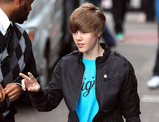 image-9-for-justin-bieber-outside-gmtv-g