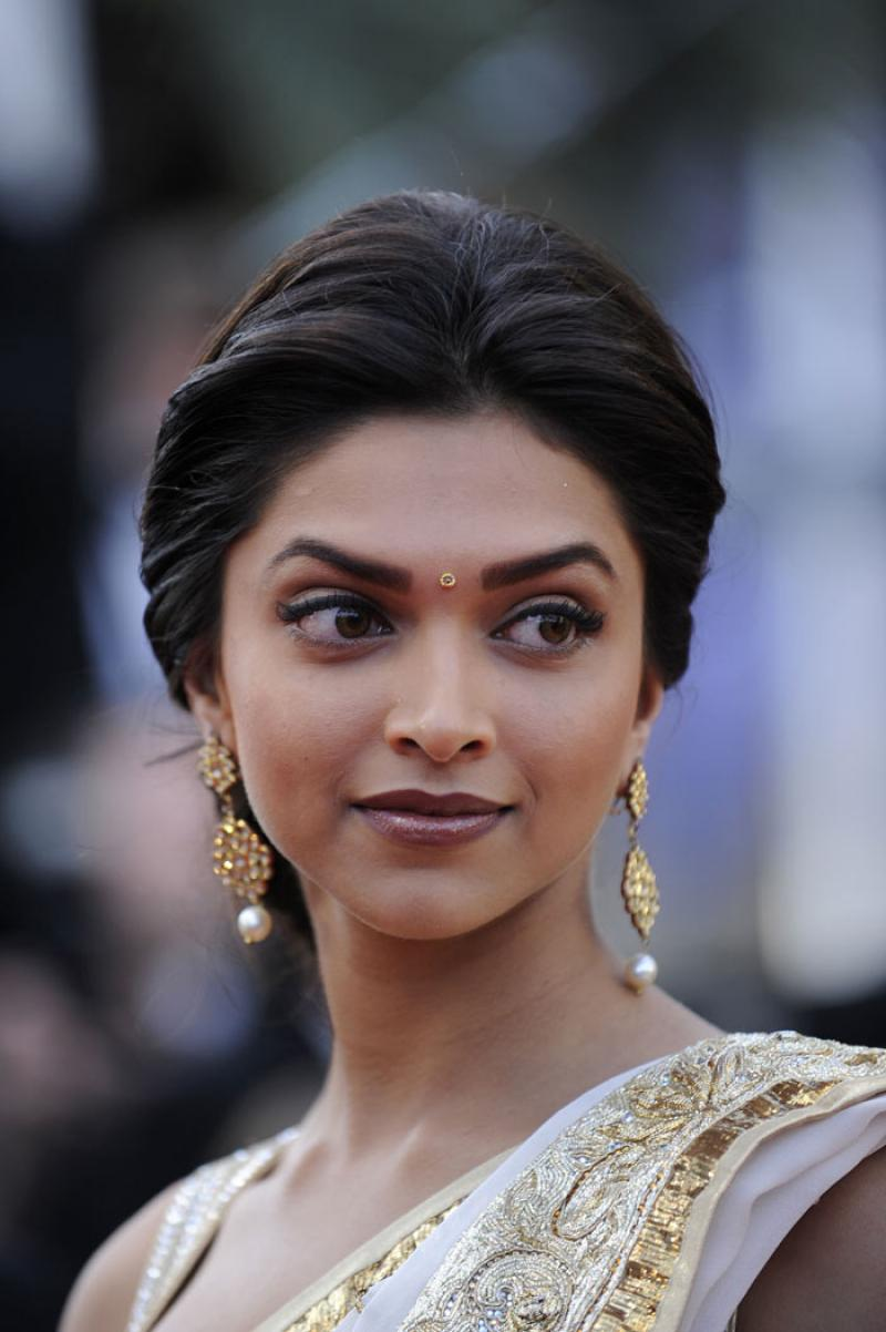 Artist Today: Deepika Padukone Hairstyle and Dress