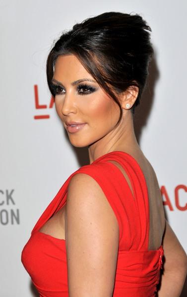 http://1.bp.blogspot.com/_Ca21XCsvg58/TP_euXRCdvI/AAAAAAAACn8/7UgwvDUDi14/s1600/kim-kardashian-hairstyle.jpg